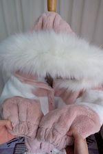 โค้ทขนเทียมสีชมพูสลับขาว